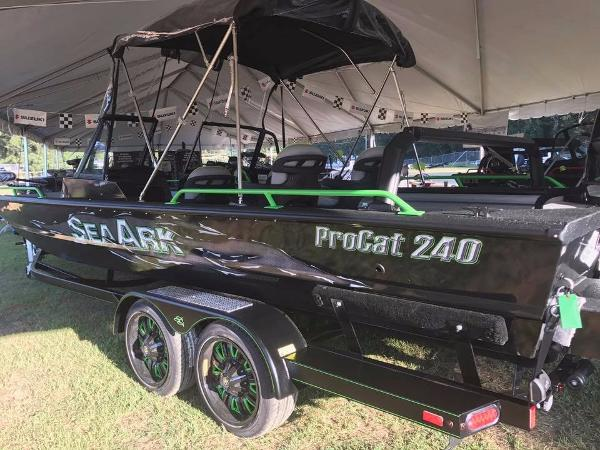 SeaArk ProCat 240 Amped Package