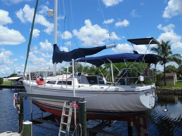 Catalina 30 MkII Port Side On Lift