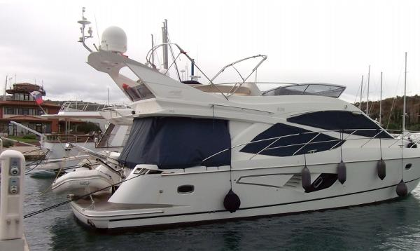 Galeon 530 Fly On berth.
