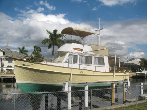 Grand Banks Sedan 32' Grand Banks portside