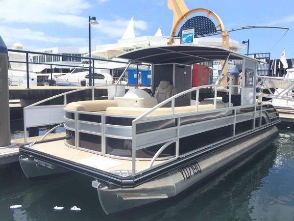 Runaway Bay Pontoon Boats
