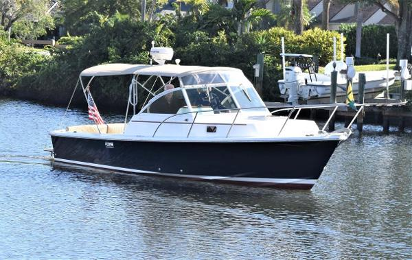 Hunt Yachts Surfhunter 25 Stbd Side