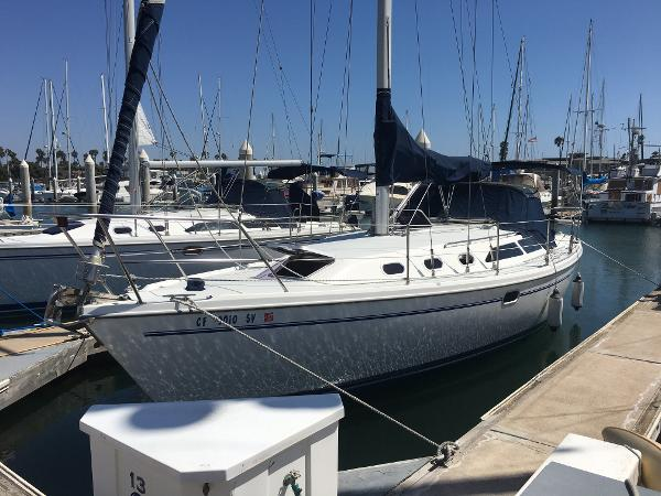 Catalina 34 MkII Port bow view