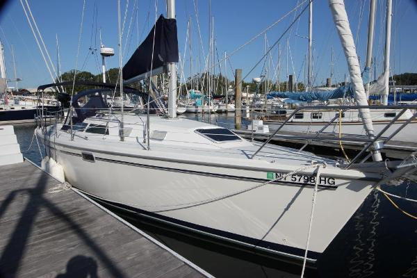Catalina 320 Stbd view