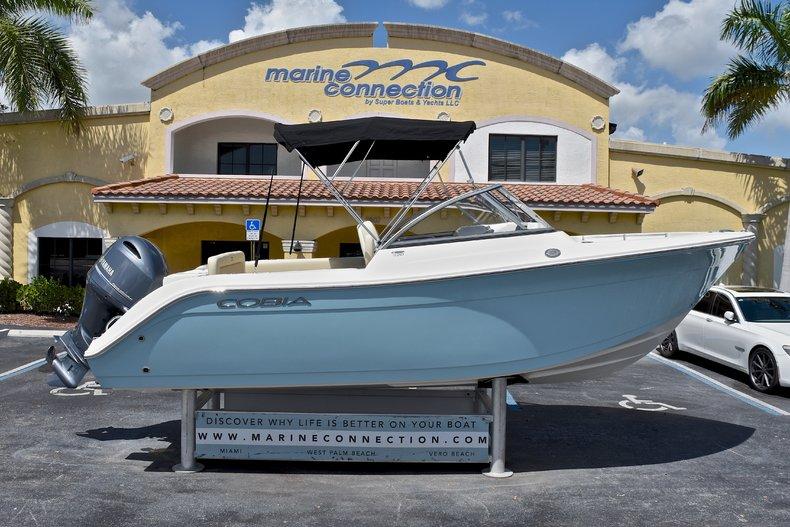 Cobia Boats 220 Dual Console