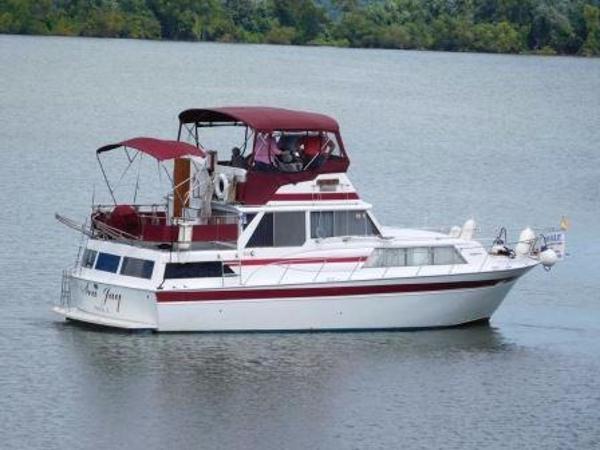 Marinette w/DIESELS Double Cabin Motor Yacht Main