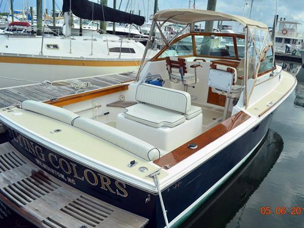 Hunt Yachts Surfhunter Profile