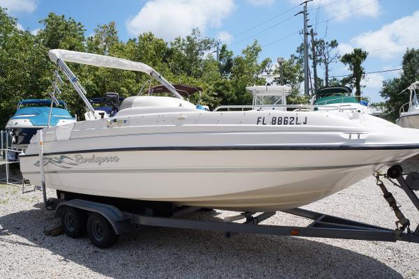 Bayliner 2109 Rendezvous Outboard Deckboat