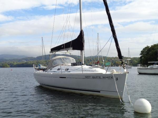 Beneteau First 31.7 First 31.7 - Starboard bow