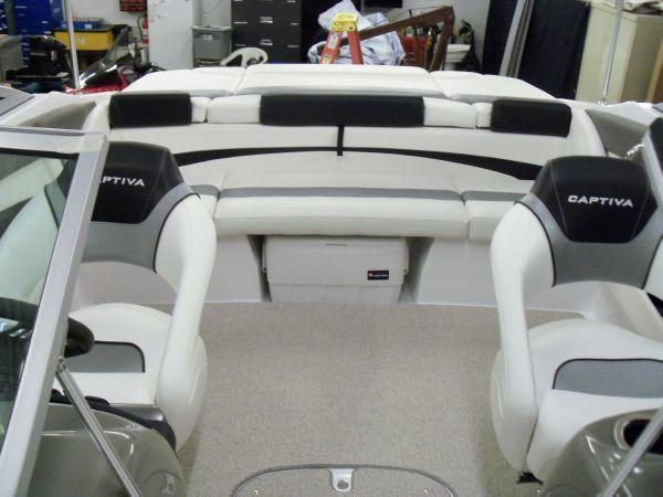2012 Rinker 216 BR Black