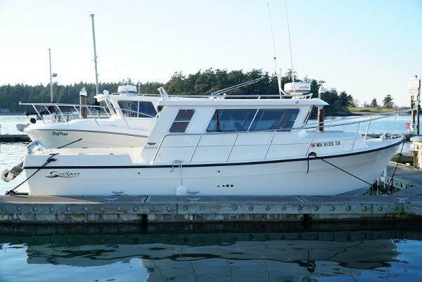 Sea Sport 28' Commander Profile at dock