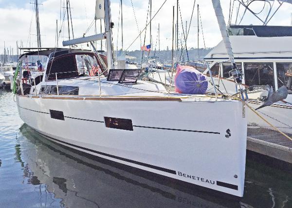 Beneteau Oceanis 38 First Date - In San Diego