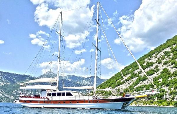 Ketch Laminated 7 cabins