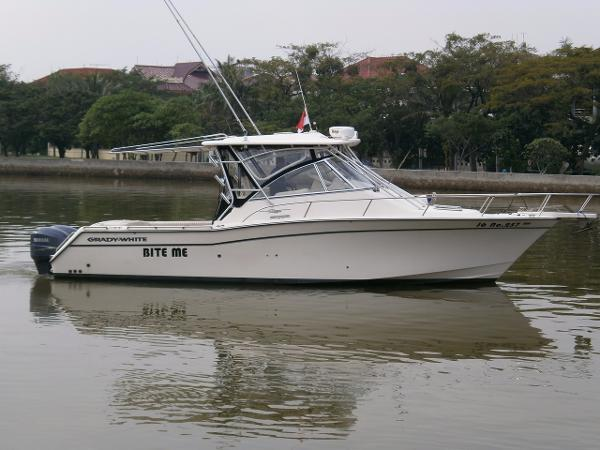 Grady-White 330 Express