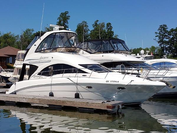 Sea Ray 36 Sedan Bridge Starboard Forward Profile