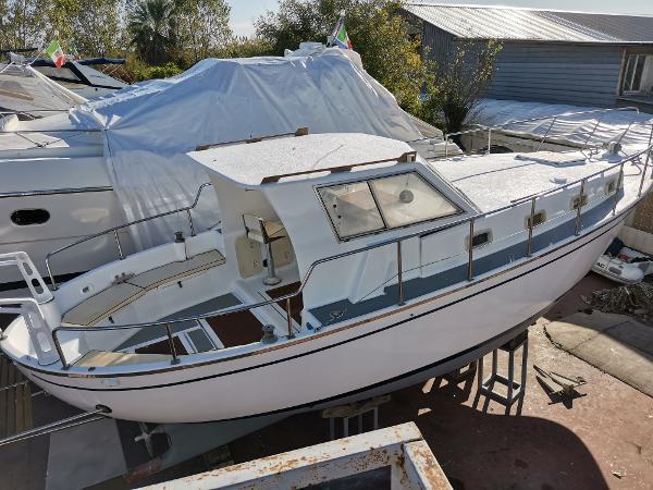 Ferretti Yachts Altura 33