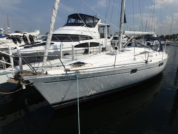 Beneteau 440 At dock