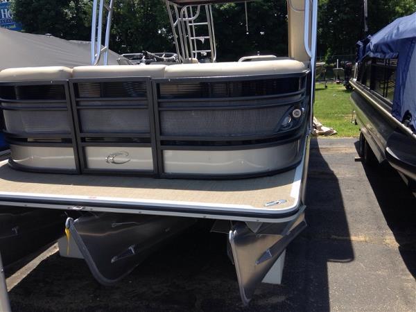 Crest Pontoon Boats Classic 250 L