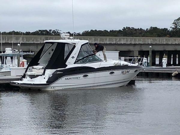 Monterey 335 Sport Yacht Monterey 335 SY