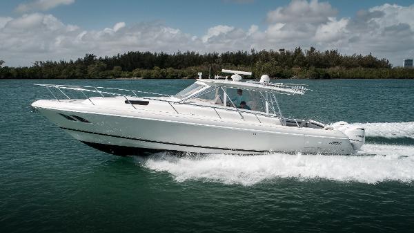 Intrepid 430 Sport Yacht Port Profile