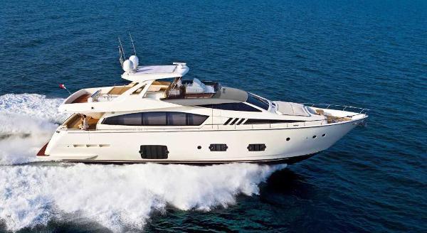 Ferretti Yachts 800 HT