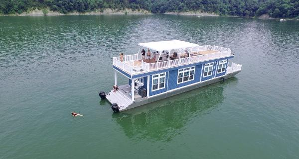 Harbor Cottage Houseboat