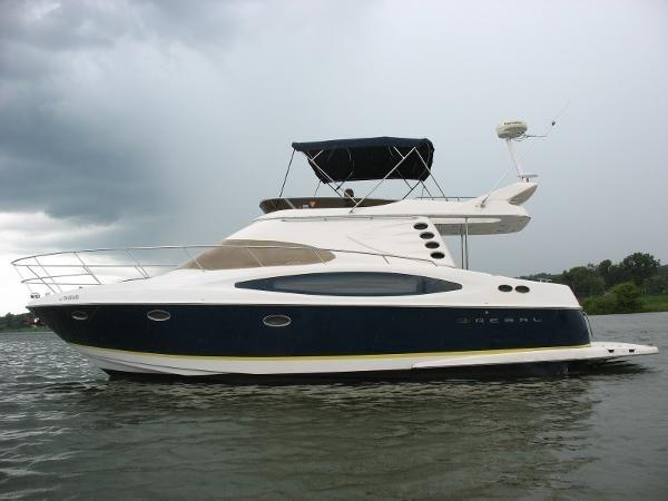 Regal 4080 FLYBRIDGE SEDAN 98 HRS.  Sistership