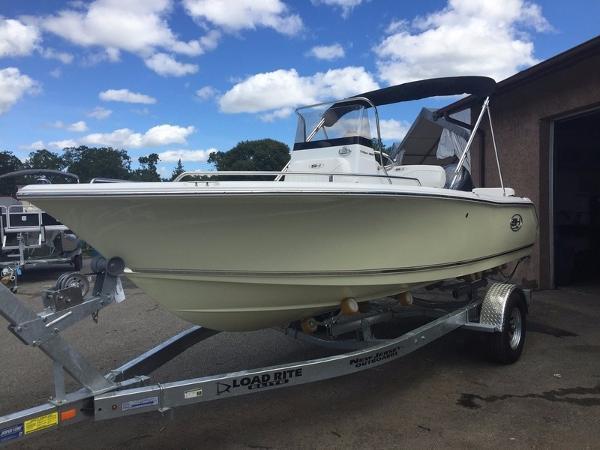Sea Hunt Triton 188