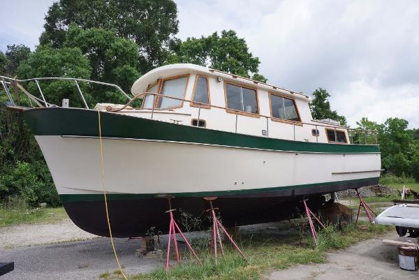 Marine Trader 34 Double Cabin 1977 34' Marine Trader Double Cabin Profile