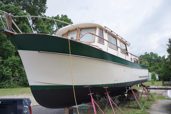 Marine Trader 34 Double Cabin 34 Marine Trader Bow Profile
