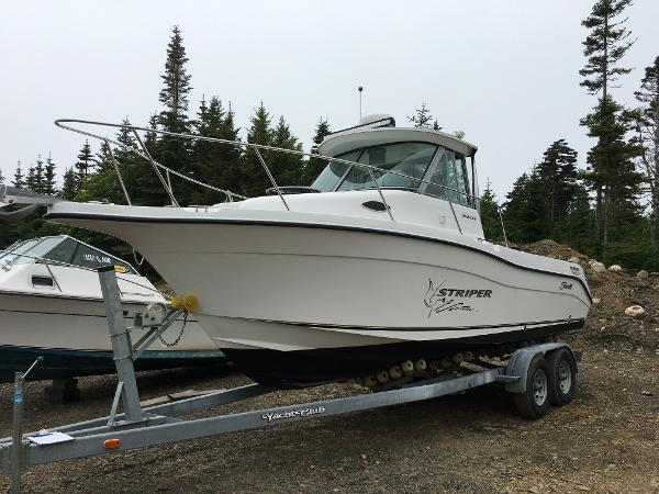Seaswirl Striper 2601 Walkaround I/O