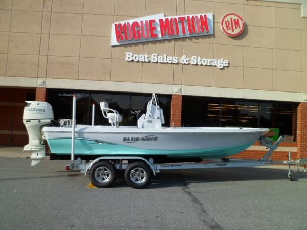 Blue Wave 2200 PureBay STARBOARD ON TRAILER