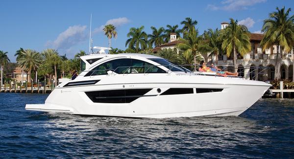"""Cruisers Yachts 50 Cantius """"Sistership"""" Photo"""