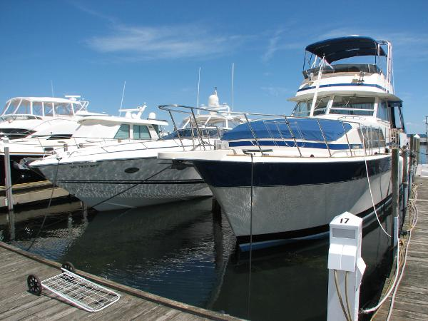 Chris-Craft 410 Motor Yacht Dockside
