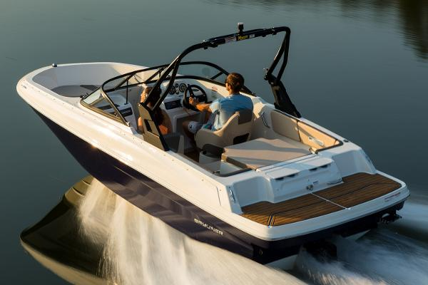Bayliner VR4 Bowrider I/O Manufacturer Provided Image