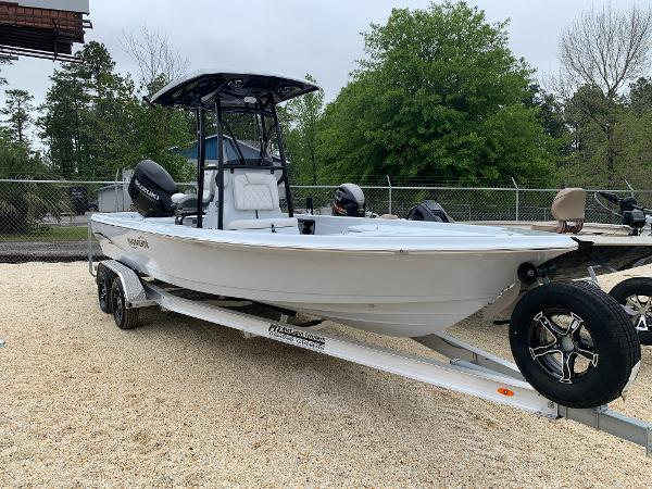 Blue Wave Boats 2400 PURE BAY