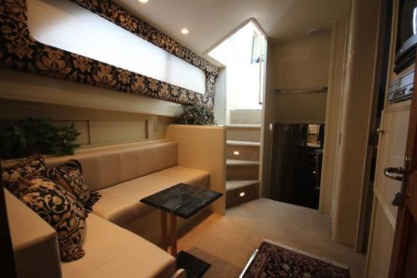 Settee / Lounge area