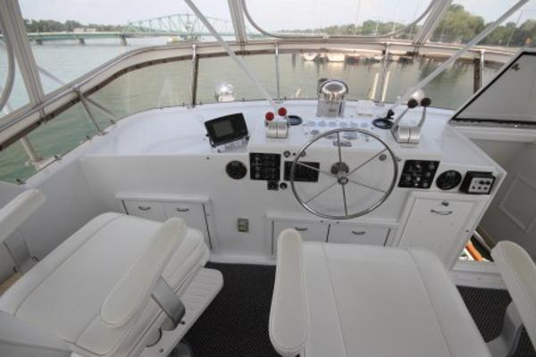 Flybridge helm and seats