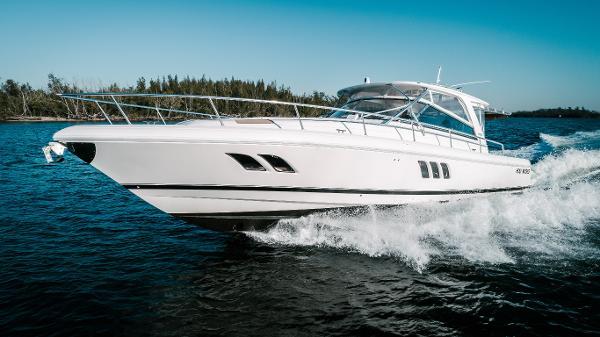 Intrepid 475 Sport Yacht Profile Port