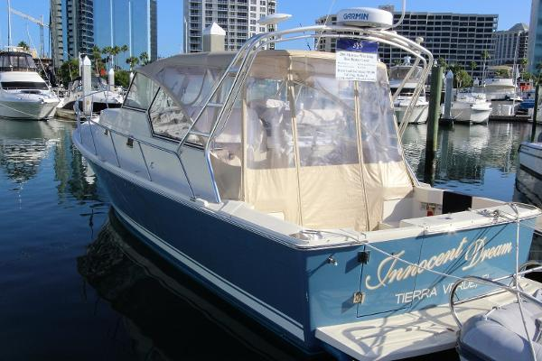 Mainship Pilot 34 Sedan Portside view