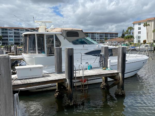 Cruisers Yachts 4450 Motor Yacht