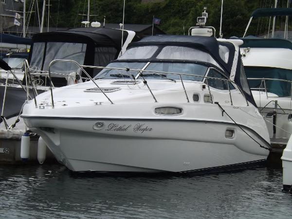 Sealine S28 Sports Cruiser Sealine S28 On Mooring