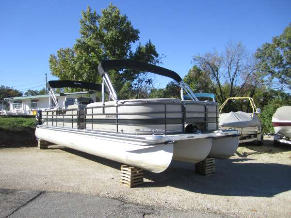PREMIER BOATS Boundary Waters 310