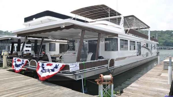 Lakeview 16' x 76' House Boat