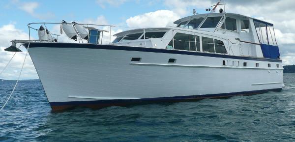 Matthews Flush Deck Tri-Cabin Profile