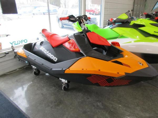 Sea-Doo Spark® Trixx™ 2-up Rotax® 900 H.O. ACE™ IBR
