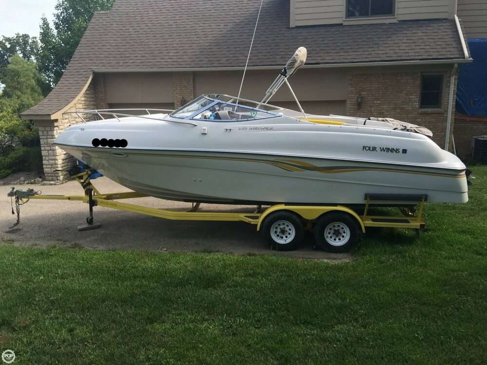 Four Winns 245 Sundowner 1998 Four Winns 245 Sundowner for sale in Fenton, MI