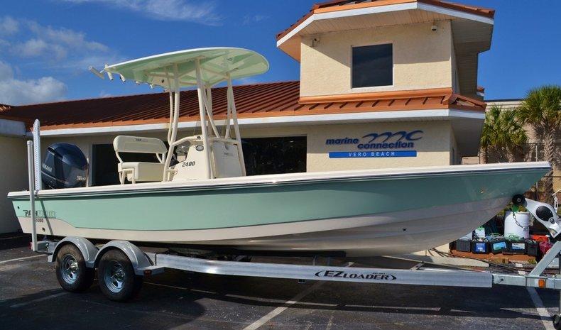 Pathfinder 2400 TRS Bay Boat
