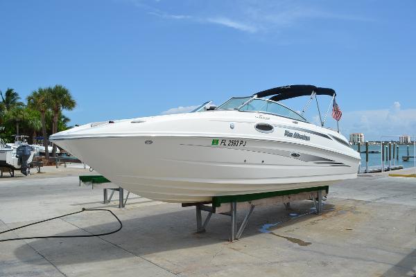 Sea Ray 260 Sundeck Port Bow