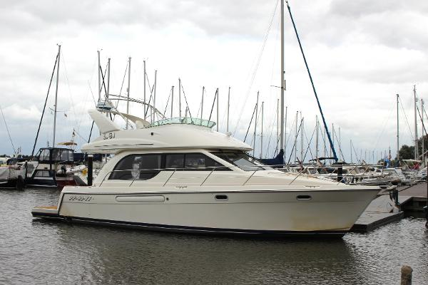 Bayliner 3788 Command Bridge Motoryacht Bayliner 3788 Command Bridge Motoryacht 2000